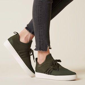 NEW Steve madden Lancer sneakers size 7.5 - olive